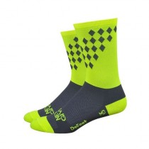 Defeet aireator high top chaussettes de cyclisme never give up fluo jaune