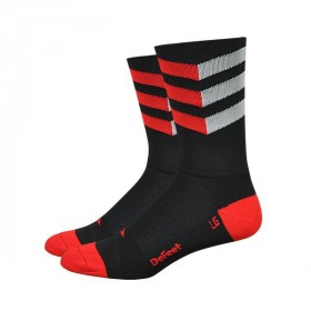 Defeet aireator high-top zigzag chaussetes cycliste noir rouge